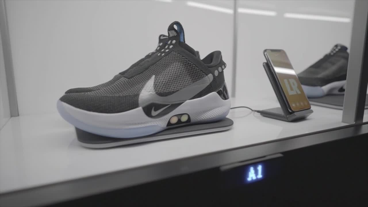 522f2ae2b1e Nike unveils shoes that can lace using an app