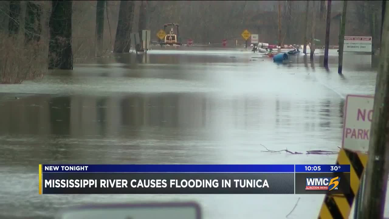 Mississippi River floods Tunica County
