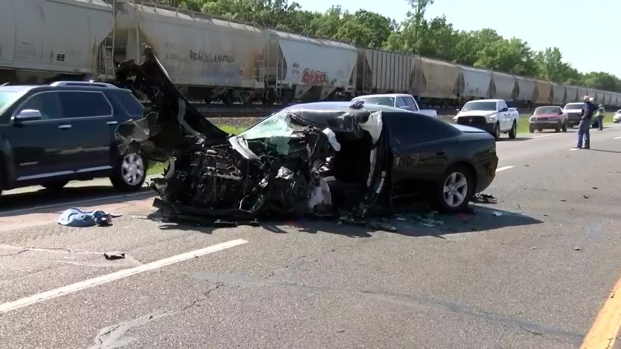 1 dead, another hurt as a result of 3-vehicle wreck