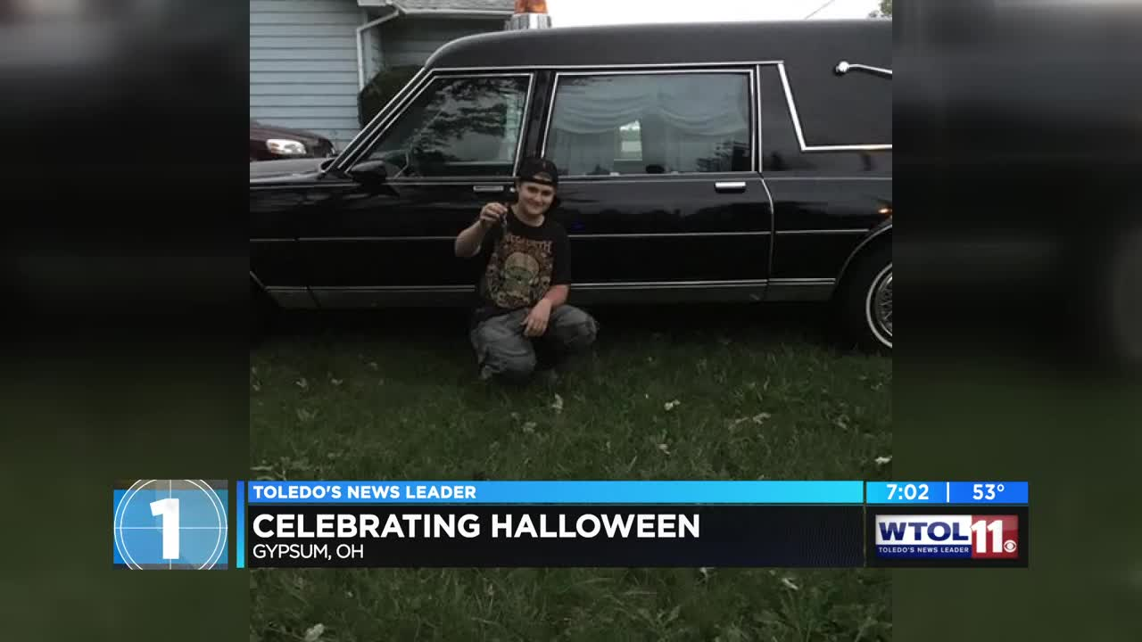 ohio teen goes all out for halloween decorations