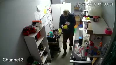 Video Paducah Police Search Kickin Ash Vapors Burglar